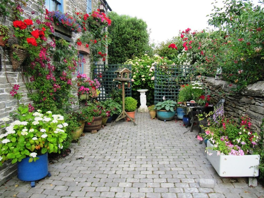 Appealing Home And Garden Decor With Garden Fences And Colorful Flowers  Also Stone Fences For Better