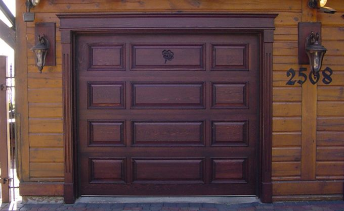 Porte de garage en bois / Wooden garage doors Portes Bourassa - Oeil De Porte D Entree