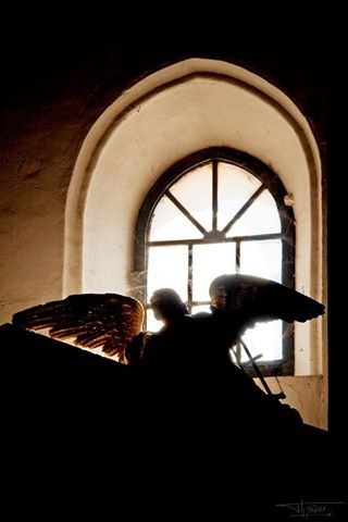 Silueta de un ángel en la Parroquia de San Mateo de Lucena (Córdoba). Spain