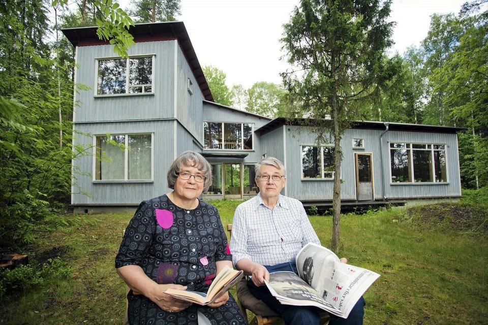 Heli ja Henno Saarnen kesäasunto Mäntyharjussa on arkkitehti Eliel Saarisen jälkeläisen Lauri Saarisen piirtämä. Heli Saarnen juuret Mäntyharjun kesäasukkaana ulottuvat 1940-luvulle, suvun peräti vuoteen 1901.