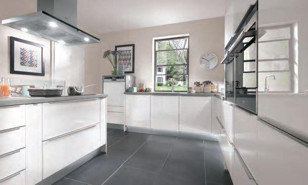 White kitchen cabinets on grey wall, with melon highlights GF - küchen weiß hochglanz