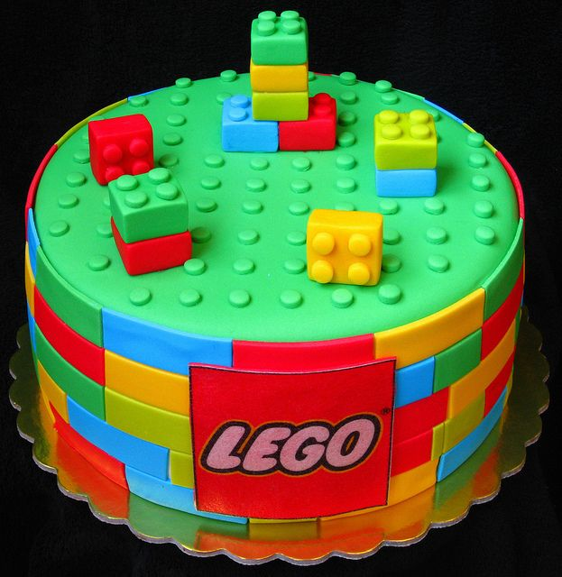 Lego Cake The Link Doesnt Give Directions And I Think It Would Be Very Difficult To Duplicate This But Its Cool