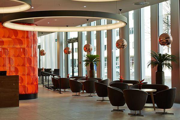 Lobbybereich H4 Hotel Munchen Messe Modernste Ausstattung Und Beste Anbindung Hotel Munchen Hotel Moderne Zimmer