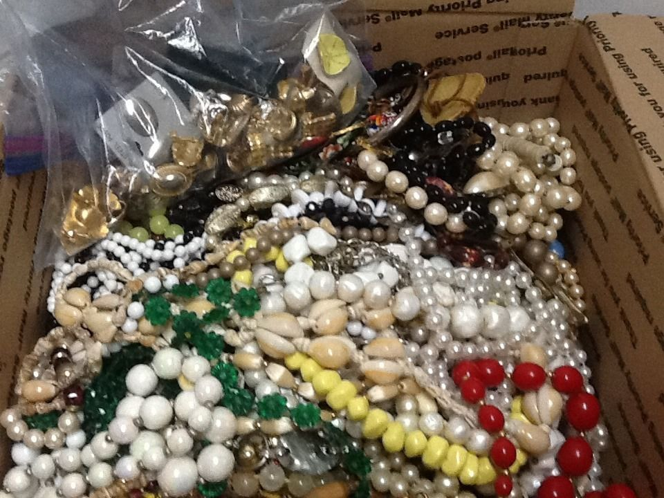 Jewelry Lot 9+ pounds Crafts Beads Junk Recycle Repair Necklaces Earrings #Mixedlot