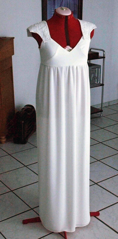 Zauberhaftes, schlichtes Brautkleid für eine traumhafte Hochzeit!