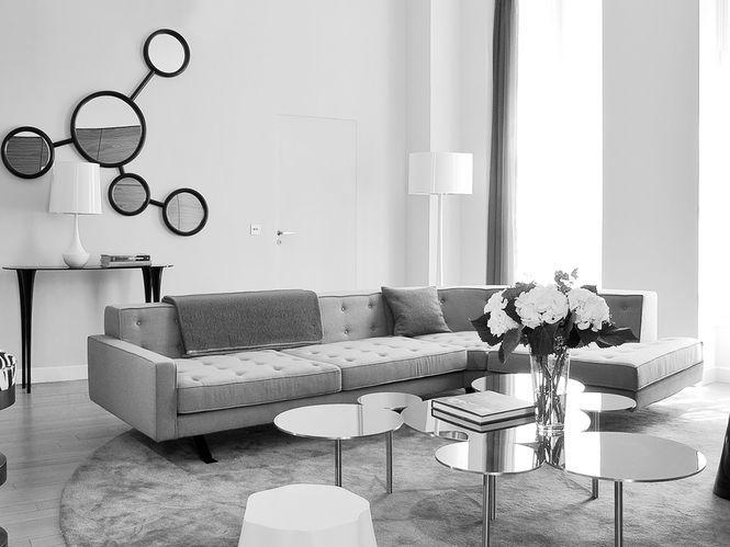 Living com Espelho e Mesa de Centro de Círculos. Designer: Damien Langlois-Meurinne.
