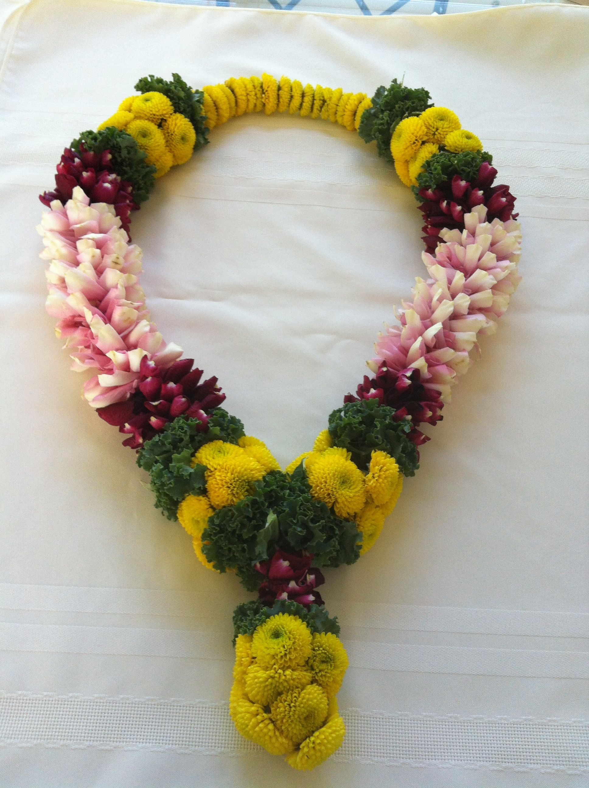 Pin By Lokre Ambika On Wedding Garland Jai Mala Flower Garland Wedding Flower Jewellery Garland Wedding