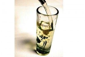 Mediante una prueba de luz se puede saber si un tequila es auténtico o sufrió alguna alteración