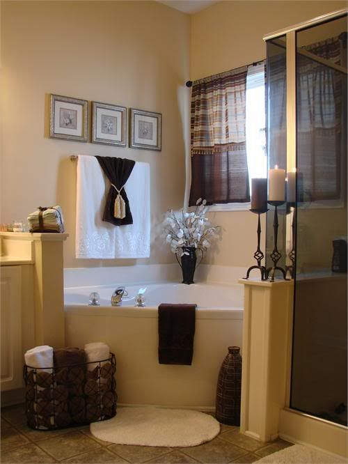 Photo by jengrantmorris photobucket for Bathroom jacuzzi decor