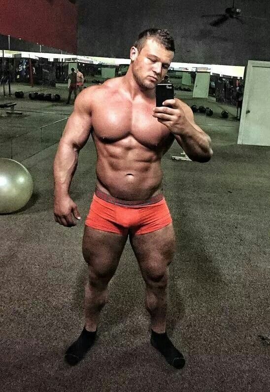 Damen Griffith Posing Muscle: Damen Griffith