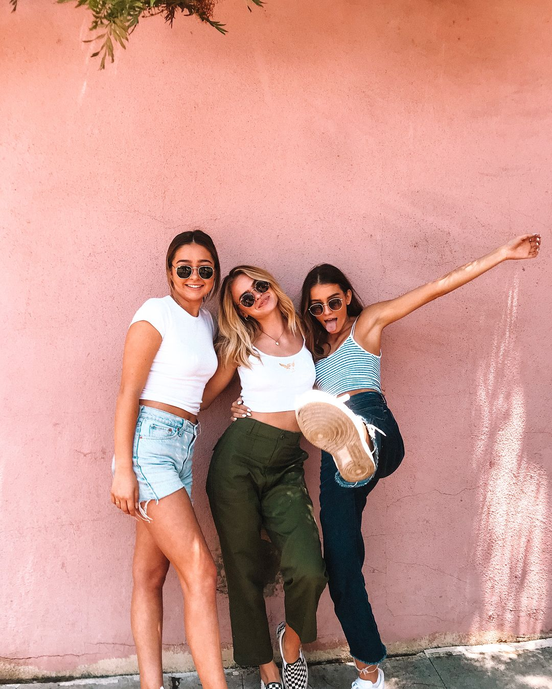 Group Selfie Poses For 3 Friends This is a great pose if. group selfie poses for 3 friends