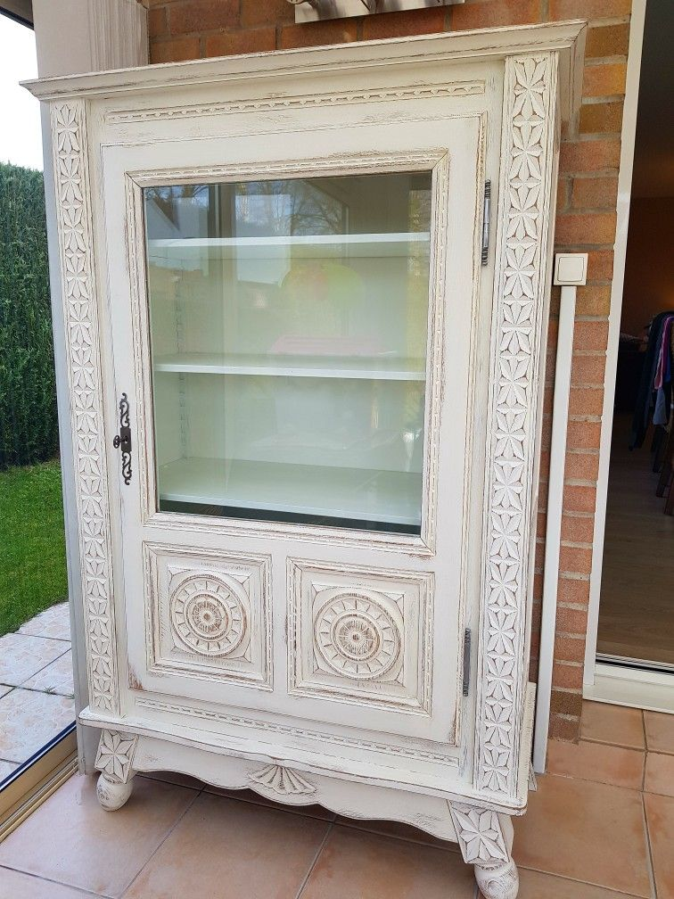 Renovation Du Meuble Basque Blanc Vieilli Et Patine Peintresurmobilier Renovatikn Meublepeint Meubles Peints Meuble Relooking
