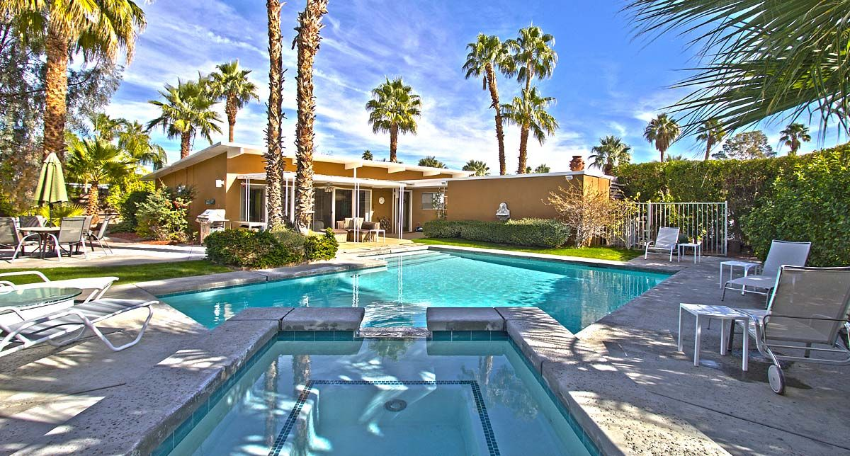 1950 Mid Century Modern Home With Large Pool In Palm Springs Ca