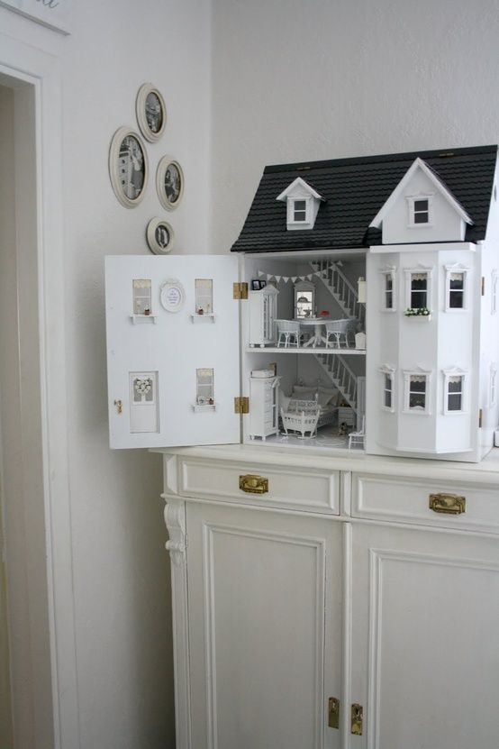 How I would enjoy having a doll house again - I made one for Cissy from a kit but it has been passed on.     white life ©: Time of (childhood) memories #dollhouses