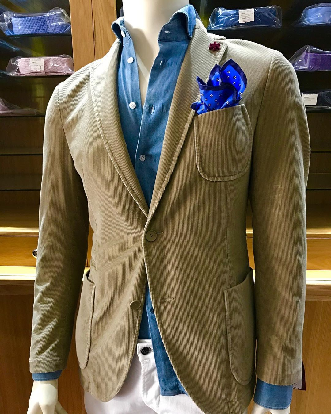 Gentleman Boutique On Instagram Gentleman Boutique Camicia Di Jeans Vintage Giacca In Velluto 1000 Righe Shopping O Fashion Fashion Outfits Mens Fashion