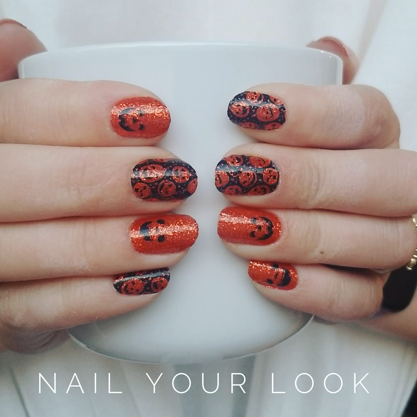 These Halloween Color Street Nails Set Is Called Oh My Gourd And They Are So Cute Color Street Is 100 Nailpolish S Color Street Nails Color Street Nails