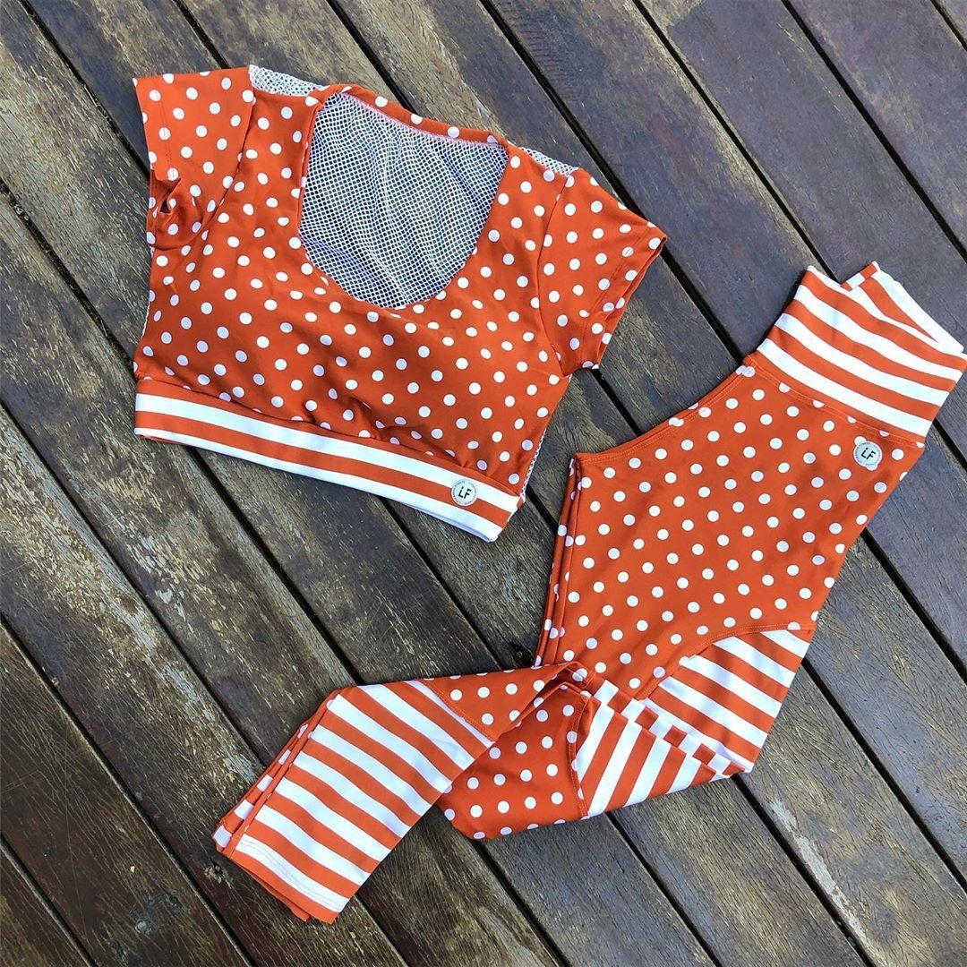 lindo aínda! Cropped perfeito com detalhe telinha nas costas e calça com recortes!!❤️😻🤗 . Disponível...