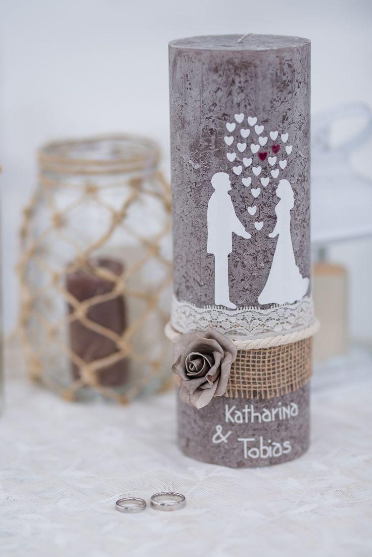 Seht euch diese wunderschöne Hochzeitskerze der Kerzenfee an. Einfach traumhaft…