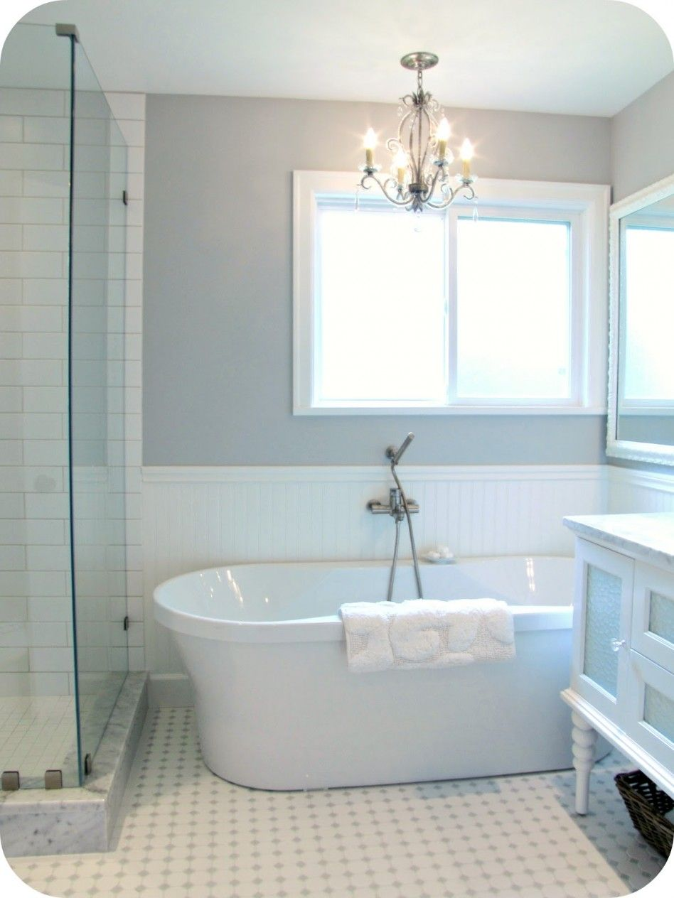 Bathroom: Fascinating Retro White Bathtub With Classy Pendant Lamp ...