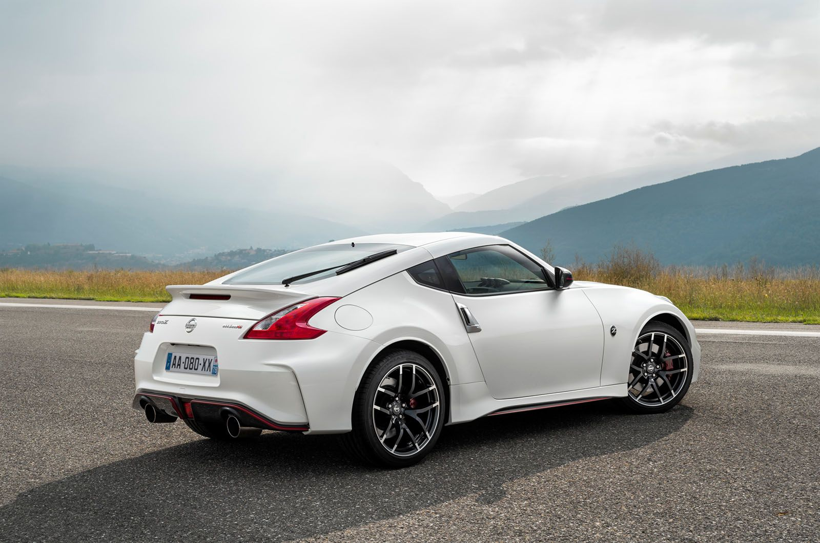 2014 Nissan 370z Nismo First Drive Review Autocar Nissan 370z Nismo Nissan Sports Cars Nissan 370z