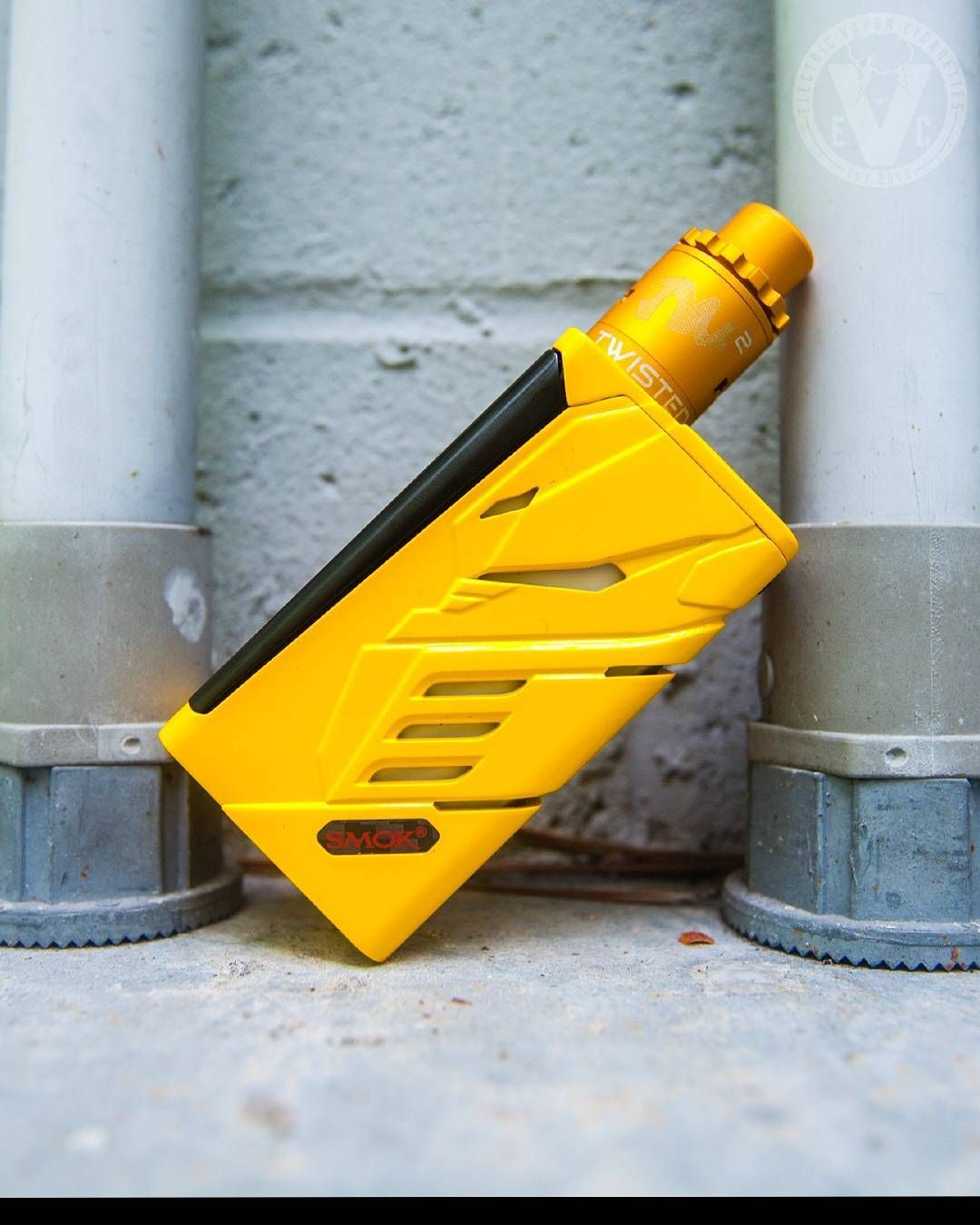 Say Yellow To Our Vape Setup Of The Day Atty Twisted Messes Lite Rda Mod Smok T Priv 220w Box Mod With So Many Options At Evci Vape Mods Box Box Mods