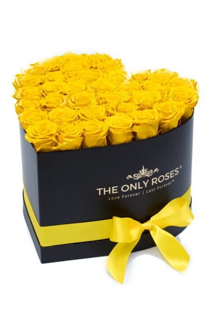 Our Huggy Heart Box takes our signature arrangement and makes it even more stunning with a tall, sturdy box that shows off our preserved roses. Then we tie it all together with a matching ribbon and bow for a final touch of elegance. For that special someone in your life, give this perfect combination of luxury, romance, and beauty. #valentines #valentinesrose #garden #theonlyroses #roses #flowers #luxurybouquet #beautiful #flowergarden #eternityeoses #boxedflowers #motherdayroses