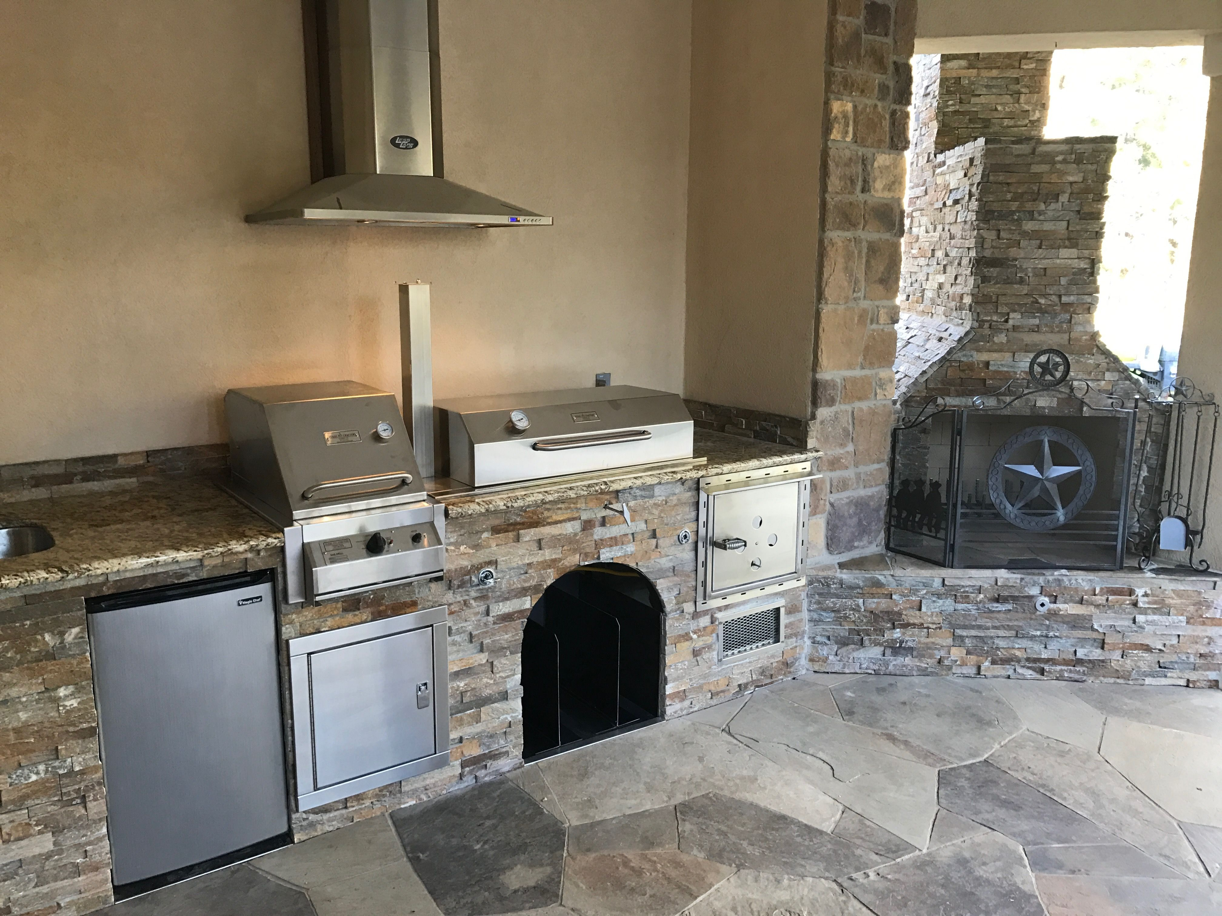 Gorgeous Outdoor Kitchen Designed And Handcrafted By Texas Pit Crafters Equipped With A Built In Smoker A Barbecue Pit Outdoor Kitchen Design Outdoor Kitchen