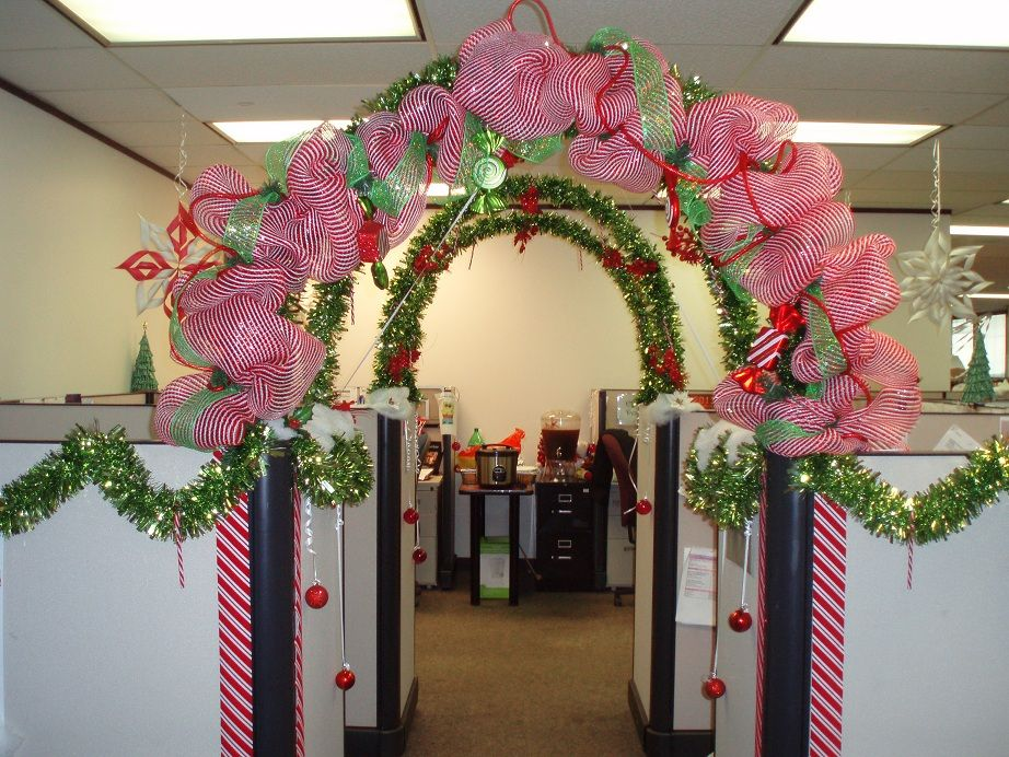 Holiday cubicle contest cubicle office cubicles and for Cubicle decoration xmas