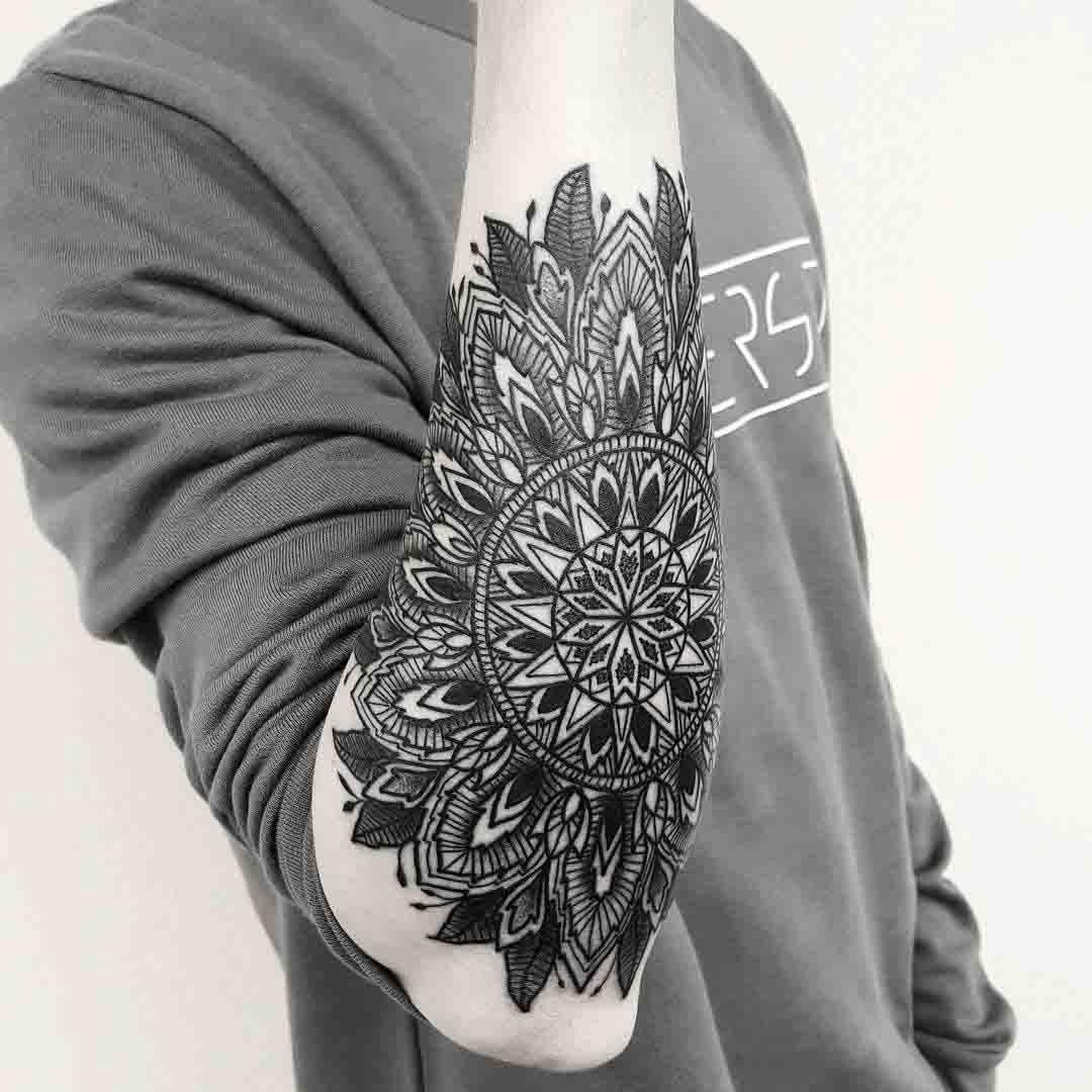 mandala arm tattoo tattoo ideen tattoos f r m nner und f r m nner. Black Bedroom Furniture Sets. Home Design Ideas