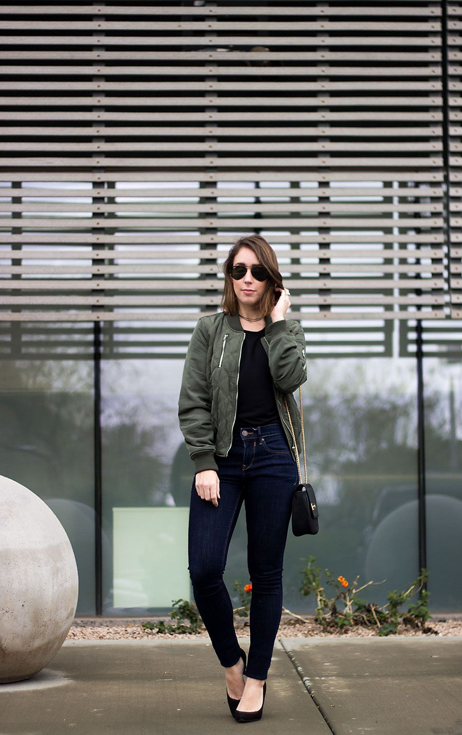 Bomber Jacket. Black sweater+skinny jeans+black pumps+khaki bomber jacket+black chain crossbody bag+aviator sunglassse+black choker. Winter Casual Outfit 2017