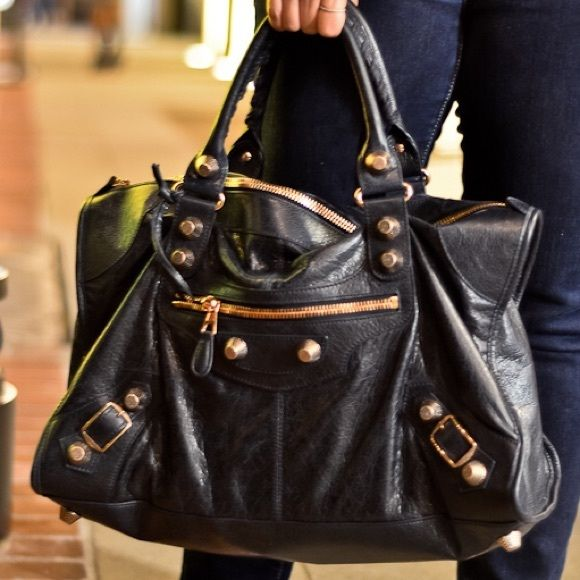 e8680bee1f3 Balenciaga Work in Dark Night w/ G21 Rose Gold HW Pre-loved Authentic Balenciaga  Work Bag in Dark Night (Navy Blue) : A true chameleon; looks Black at night  ...