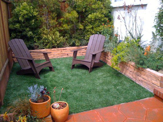 Un pequeño pero bien aprovechado patio interior con