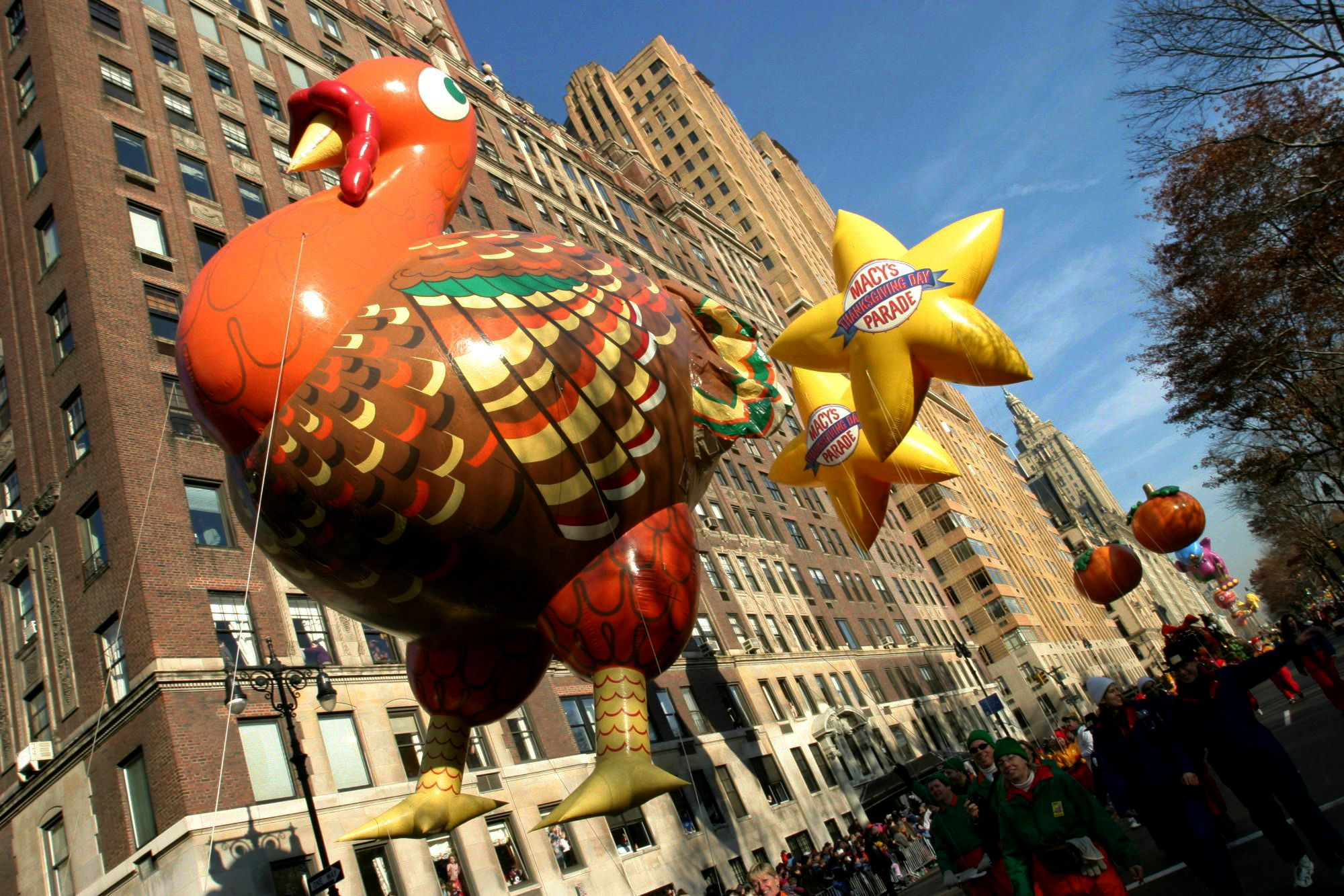 The Turkey Balloon Is Seen Coming Down New York S Central Park West At The Sta Thanksgiving Day Parade Macys Thanksgiving Parade Macy S Thanksgiving Day Parade