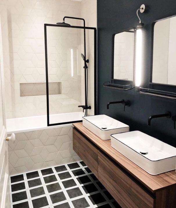 Une salle de bain en noir, blanc et bois… Le chic indémodable… – FORT INTERIEUR #salledebain