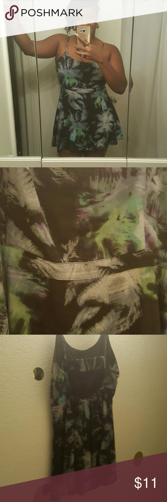Tropical short sundress Absolutely stunning!! Open back strappy short sundress. Size L Dresses Midi #shortsundress