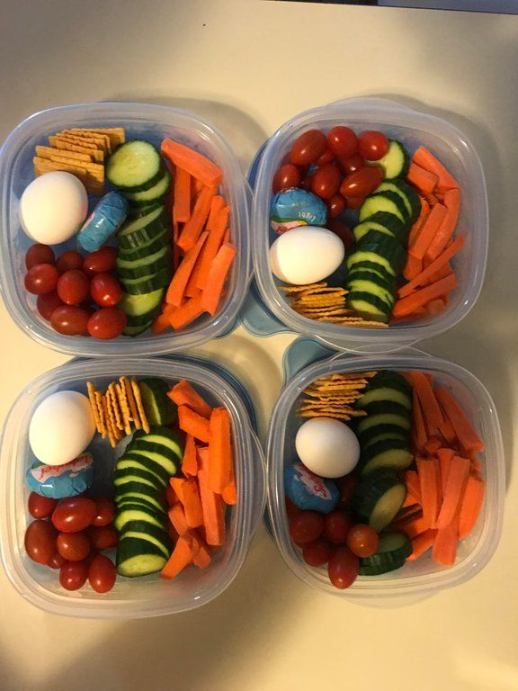 My snack lunches for the week clock in at less than 300 calories each, including ranch to dip the veggies! Might add some fruit the day of : 1200isplenty #300caloriemeals