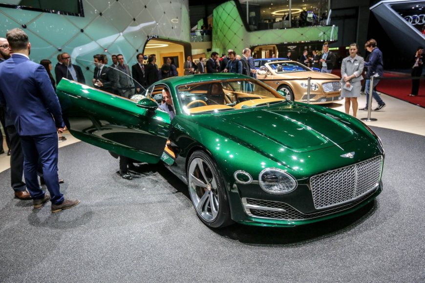 """Bentley EXP10"" konceptas"