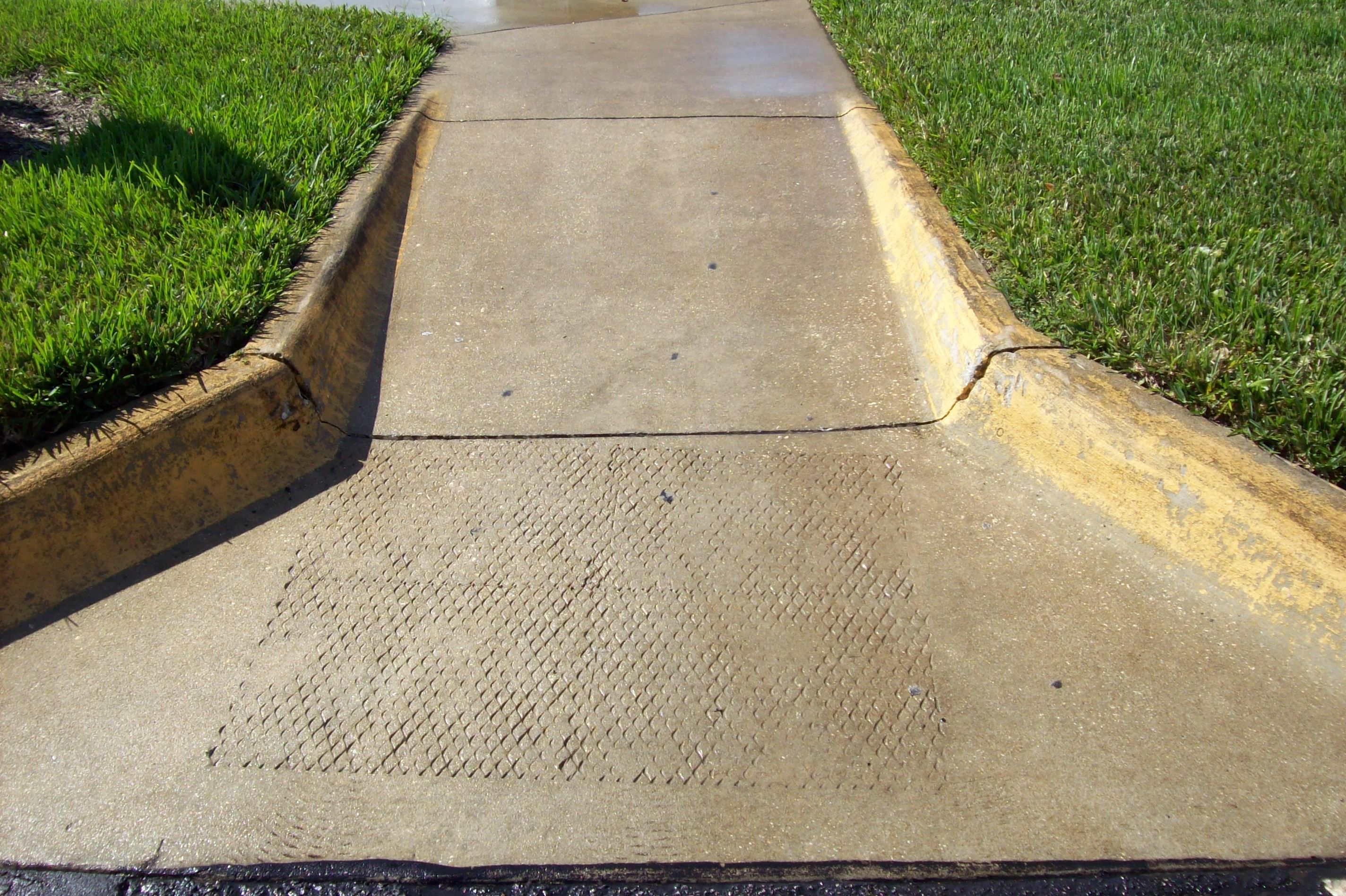 Before and After Pictures of a #PressureWashing Job at South Seminole Hospital by the CSGConSvcGrp Team! #PropertyMaintenance #CSGConSvcGrp