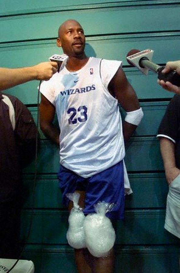 free shipping 4f389 abefa Michael Jordan answering questions after practice. And icing ...