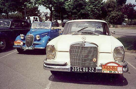 DO WANT ! MERCEDES 220 et cabriolet bleu SIMCA des années 50