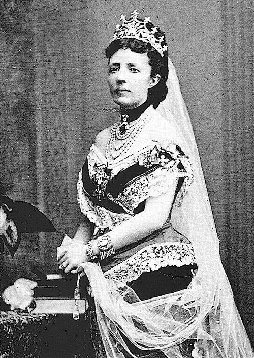 Queen Sophia of Sweden wearing the nine prong tiara.
