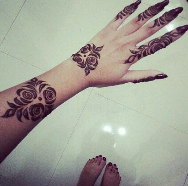 Simple Rose Henna Finger Henna Designs Henna Designs Arm Henna Designs Hand