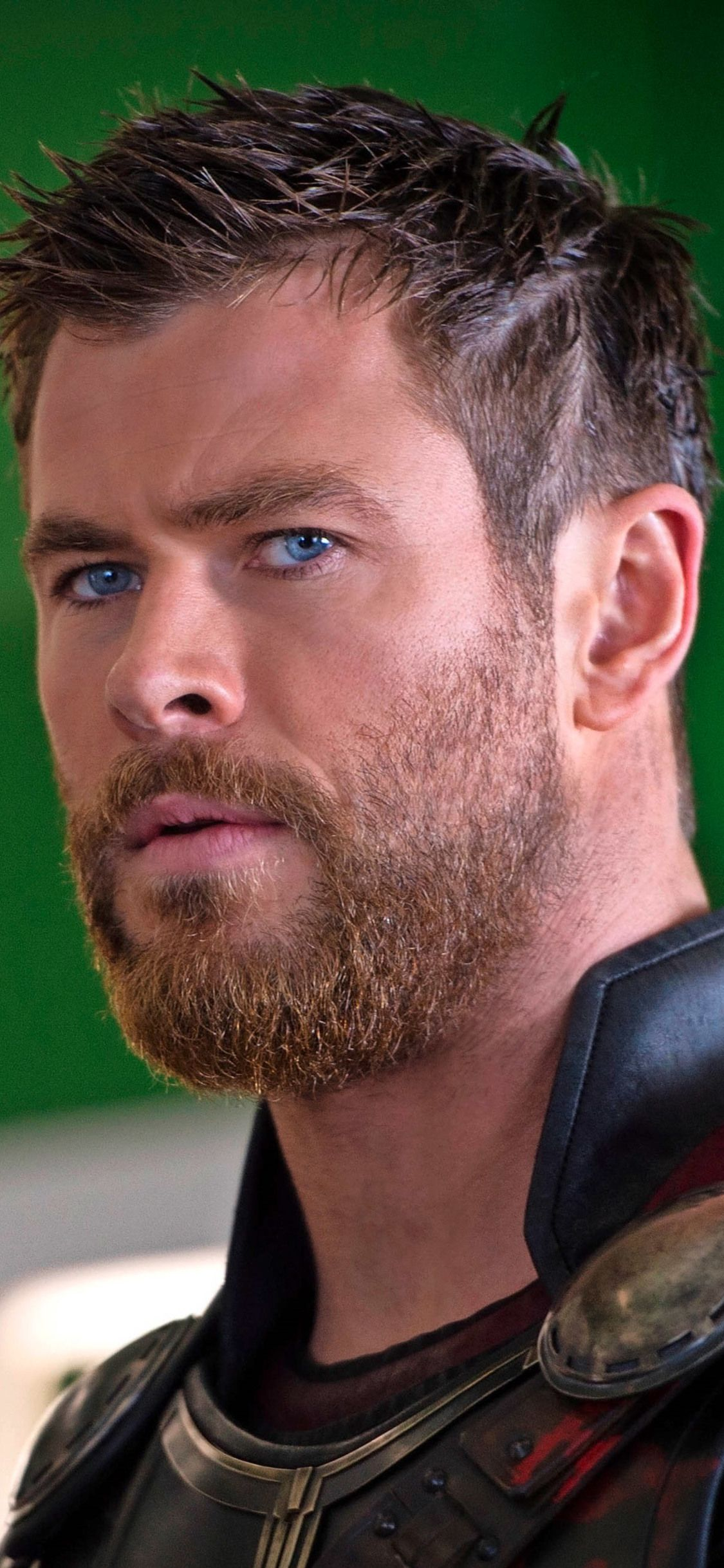1125x2436 Chris Hemsworth New Look In Thor Ragnarok Iphone Xs Iphone 10 Iphone X Hd 4k Wallpapers Images Back Chris Hemsworth Beard Chris Hemsworth Hemsworth