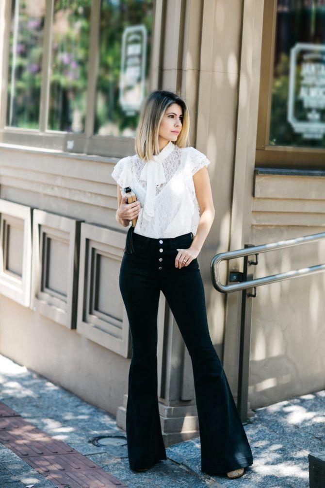d73acacd4 Look da Carol Tognon com calça preta flare, camisa de renda. Perfeito para  um dia de trabalho ou um jantar especial!
