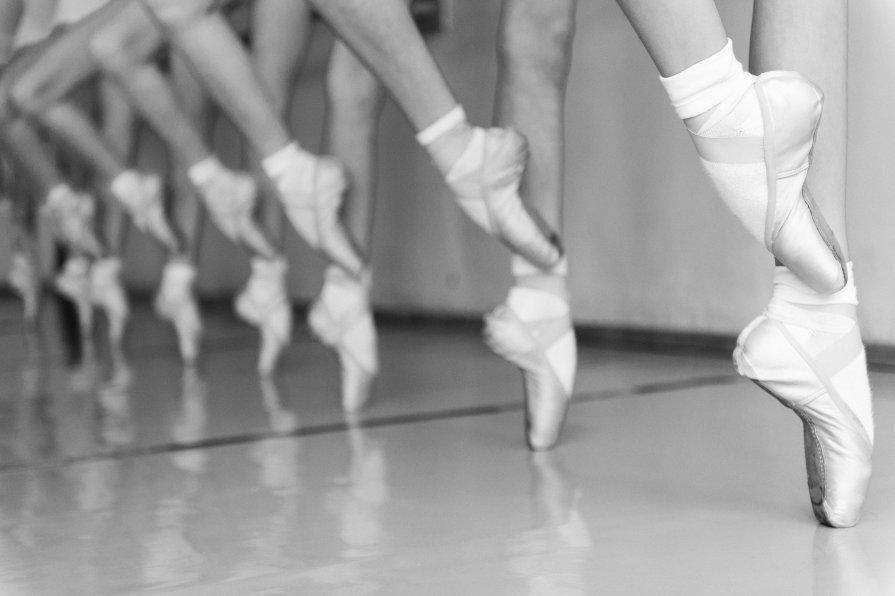 Черно-белые фото балерин Первым балетным спектаклем ...