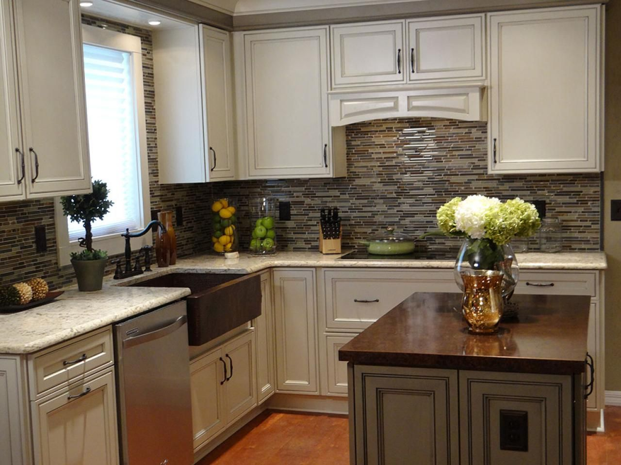 20 small kitchen makeovers by hgtv hosts small kitchen for Short kitchen design
