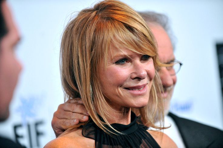 Gorgeous Shoulder-Length Hairstyles For Women Over 50 In