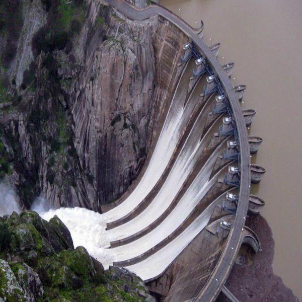 La hermosa #presa de Aldeadávil, construida en la frontera entre #España y #Portugal  Vía Twitter  @CivilEngDis @GeotechTips #Ingeniería