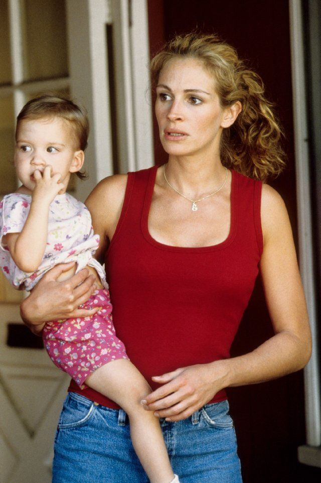 Erin Brockovich Julia Roberts Female Actor Woman Mother Child Carrying Movie Julia Roberts Julia Roberts Erin Brockovich Erin Brockovich