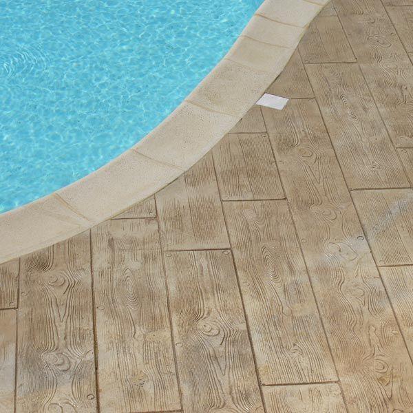 Utiliser le béton décoratif pour réaliser vos contours de piscine - realiser une piscine en beton